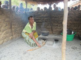 Kasungu: woman and stove